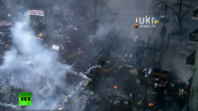 Fresh riots in Kiev, violent clashes, tires burn downtown
