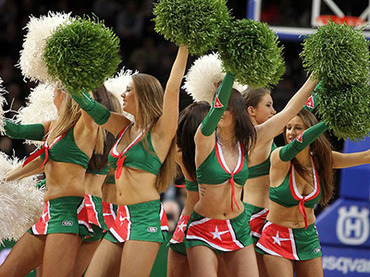 Sexy cheerleaders scare US basketball player away from Lithuanian club