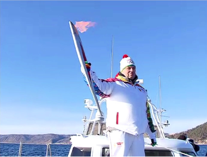 Sochi-2014 Olympic torch dives into history at Lake Baikal